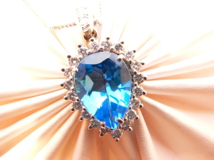 diamond blue topaz pendat