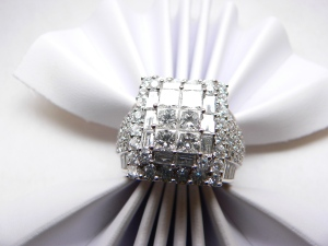 White gold diamond ring with 5.08 carat of diamonds