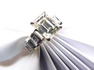 Emerald Cut Diamond Engagment Ring