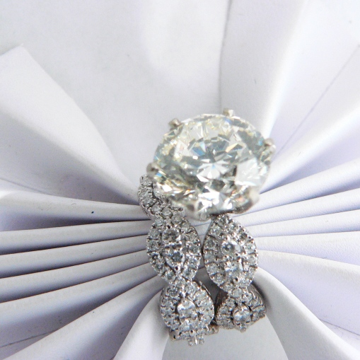 Custom design 7.00 carat round diamond center stone.