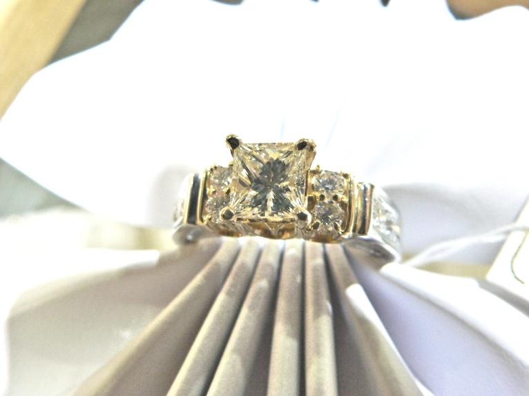 large selection-diamond-engagement-rings-detroit