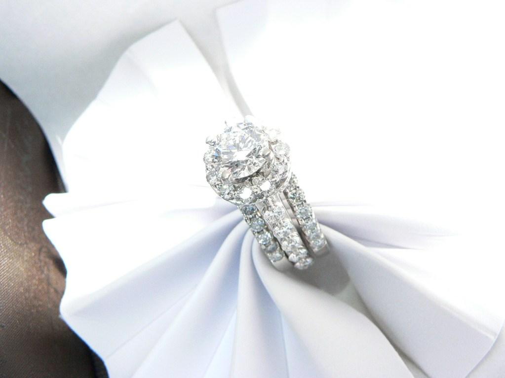 Diamond Engagement ring on white gold