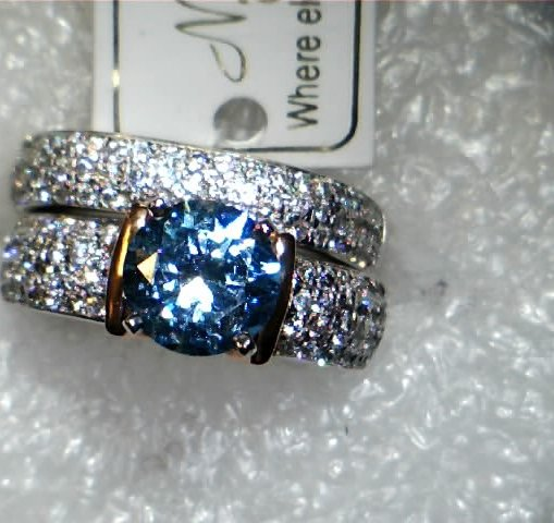 Blue diamond Center stone