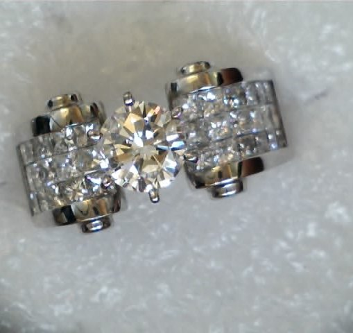 round diamond center stone princess cut invisible set accent stones