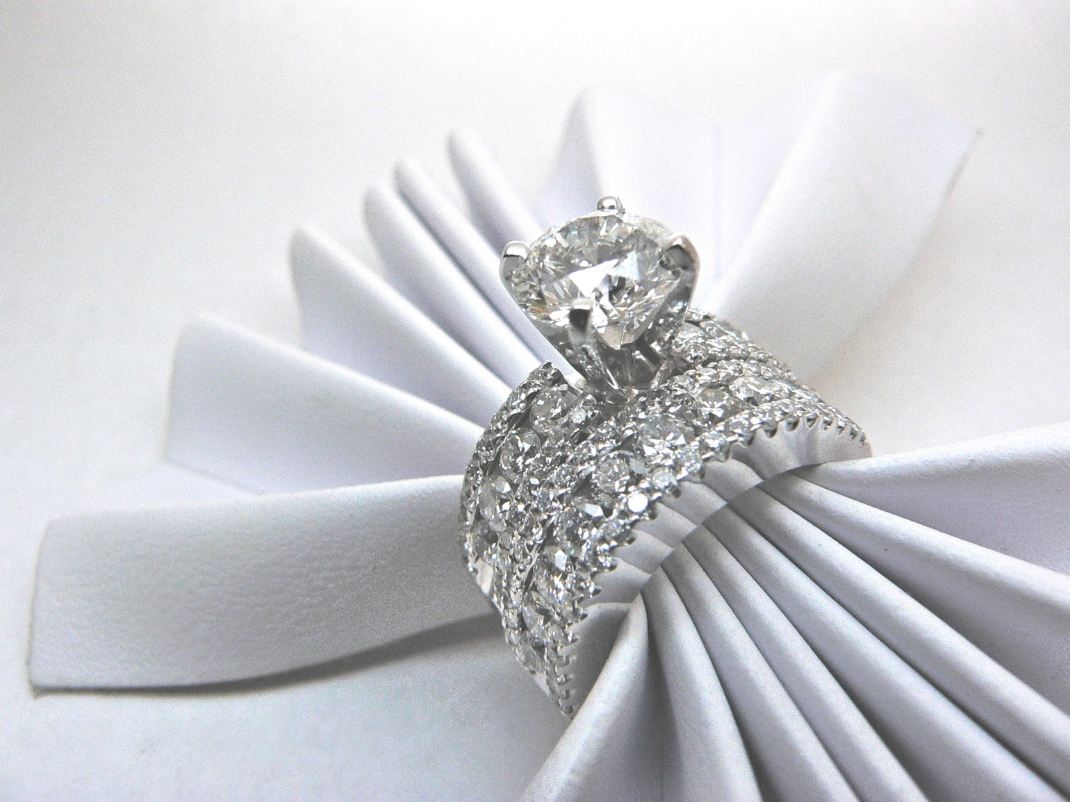 Daimond engagement ring with matching band
