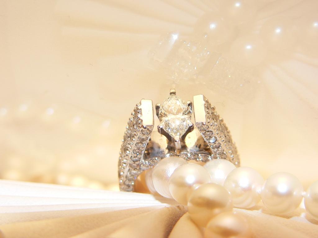 Design your custom diamond engagement ring Michgian